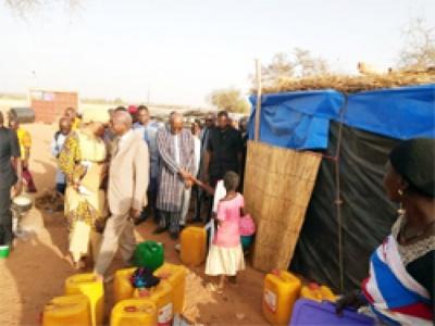 Situation  nationale : Le réconfort de Roch aux déplacés de Kaya
