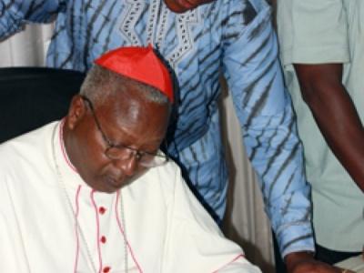Dédicace de livre : Le cardinal Philippe Ouédraogo répand  «Les semences d'espérance»